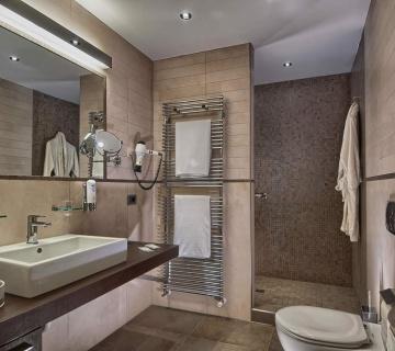 bagno_suite2-360x320-55885a2df498972ebc363739e2abff1a Suite - Hotel Petrarca