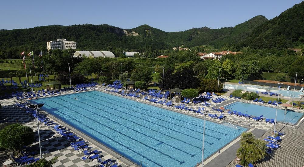 8 Thermalschwimmbecken